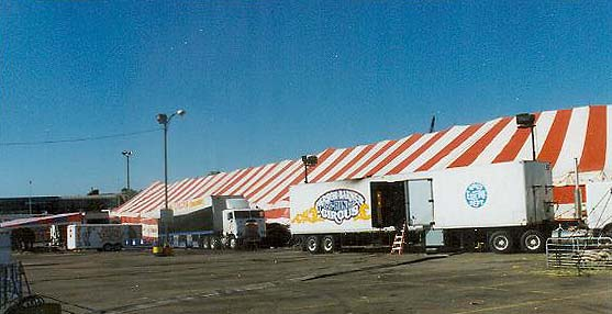 Hereu0027s a closer view of the giant 5 ring circus tent touted at the time to be the largest one in the world. & Cu0026B PONTIAC MI 1999